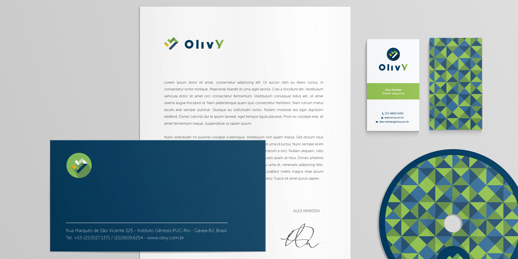 A free stationary branding mock up created by Santiago Moreno.